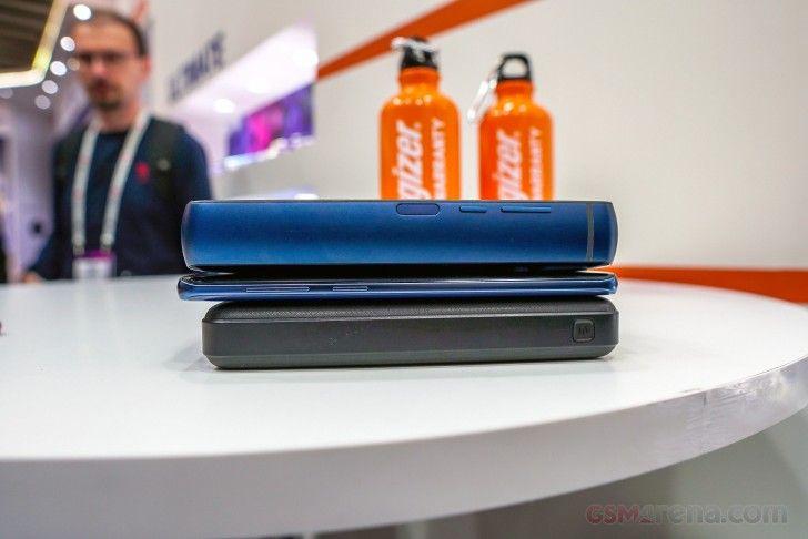 Perbandingan Power Max P18K Pop dengan handphone lainnya