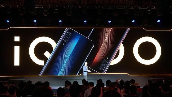 Perkenalan iQoo pada media dan seluruh masyarakat, pada saat launching di China